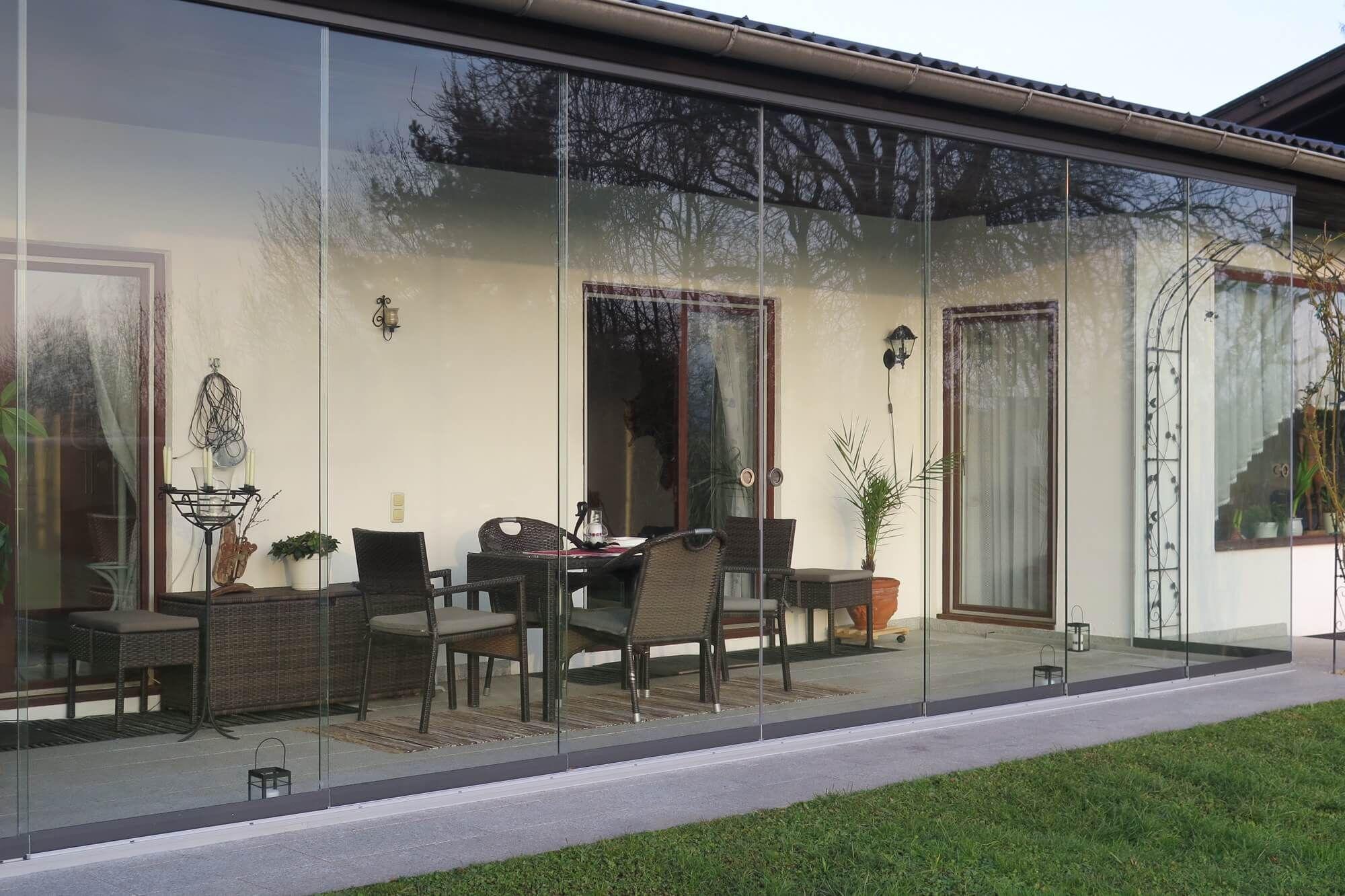 balkon als wintergarten balkon mit wintergarten stahlblau balkon als wintergarten nutzen. Black Bedroom Furniture Sets. Home Design Ideas
