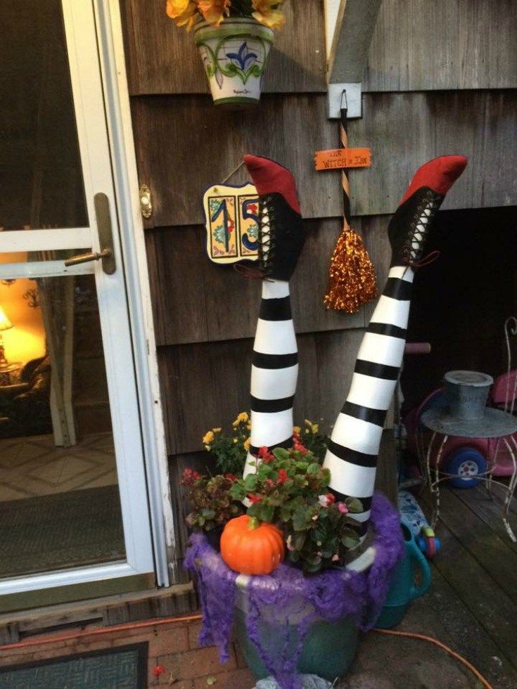 diy wicked witch legs halloween decor bootoyou halloween rh pinterest com