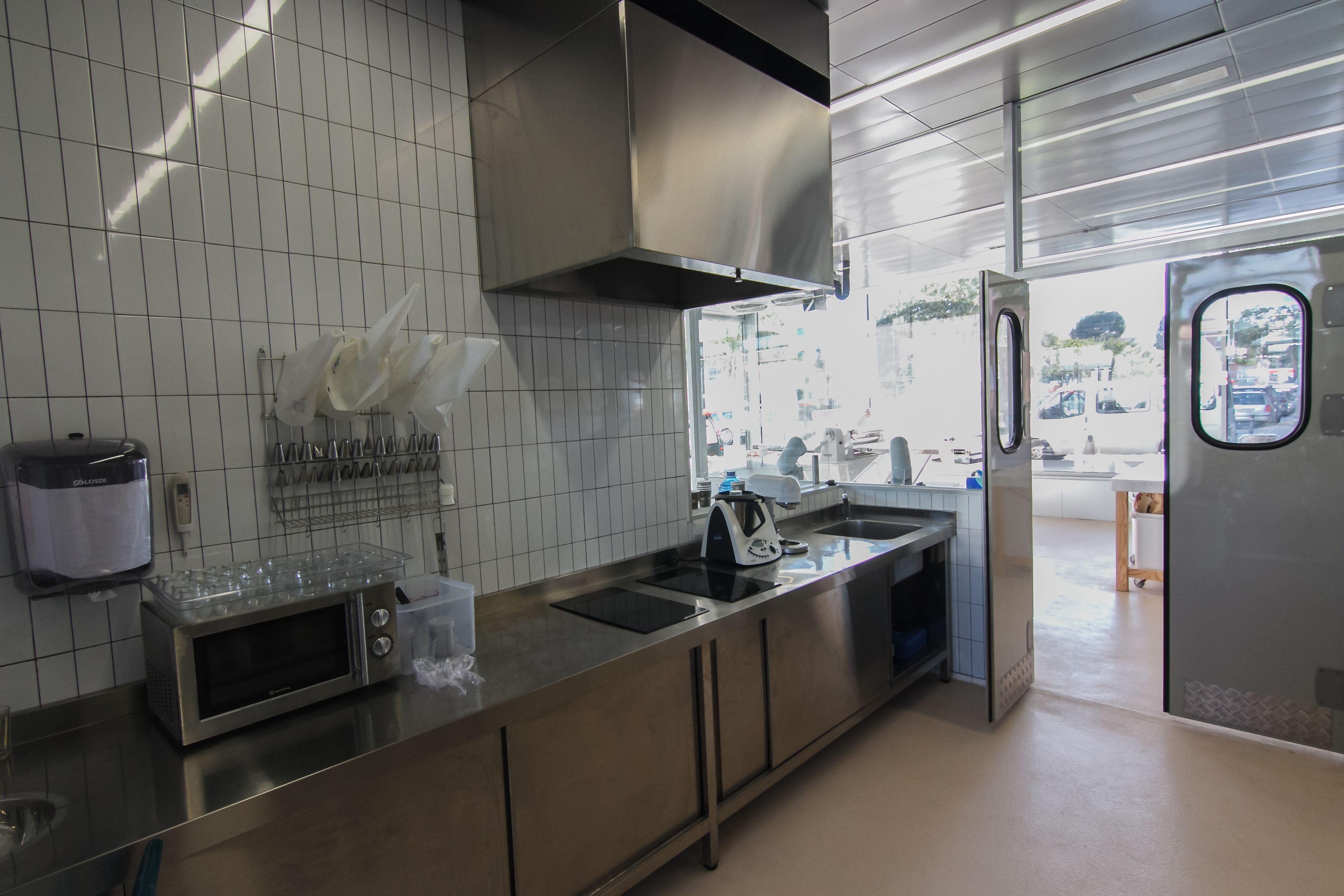 Cuarto frío dentro de cocina de formación en Esment Escola ...