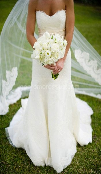 Long Veil White Flowers And A Simple Dress With Lots Of Flow To It I Am In Love