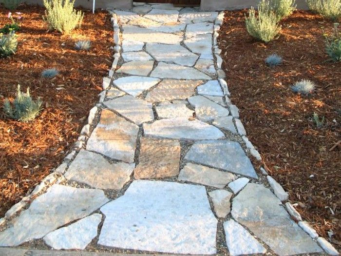 Edging idea for flagstone path diy project to do - River stone walkway ideas seven diy projects ...