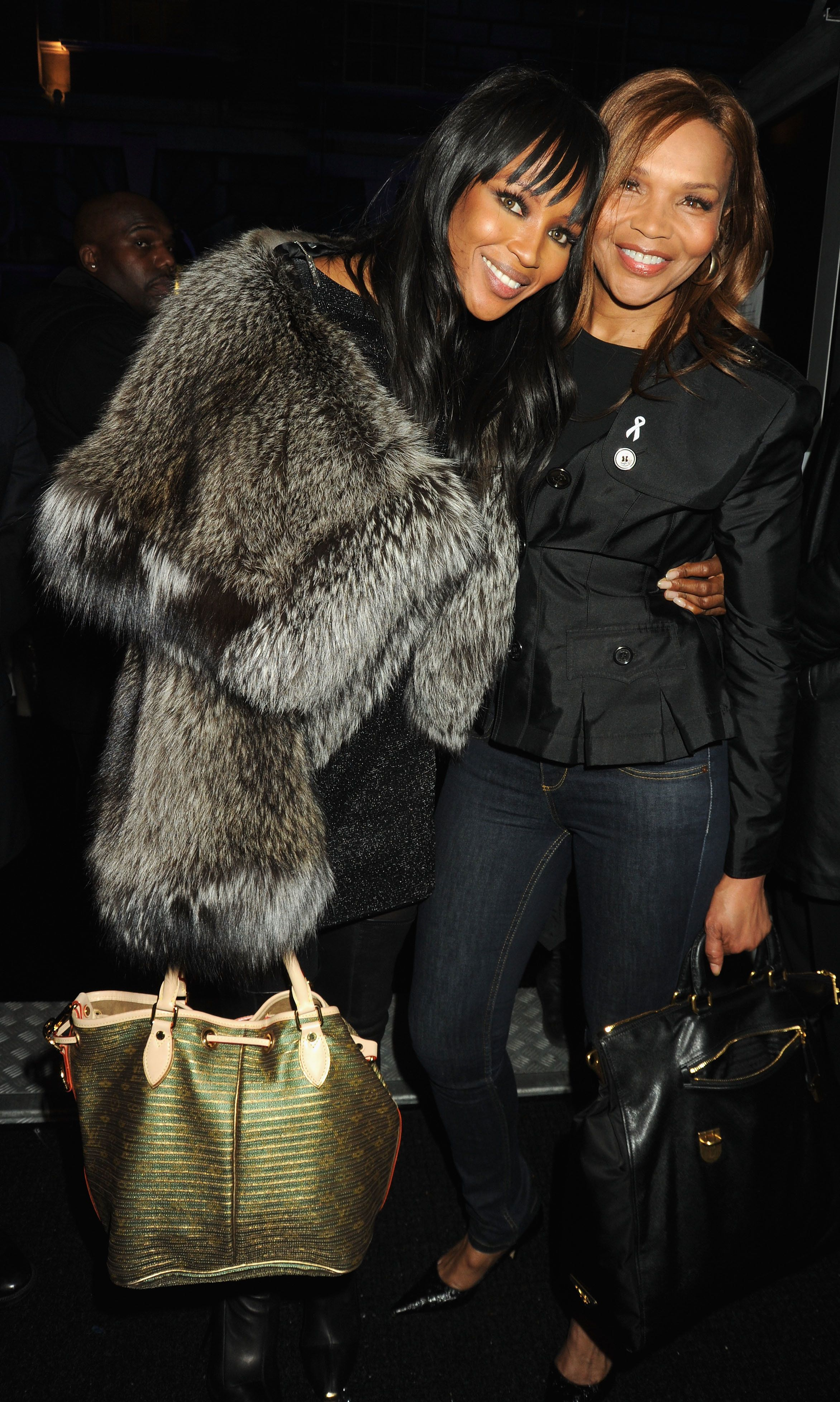 Naomi Campbell and Her Mom Take Mother-Daughter Style to the Next Level in Burberry's Holiday Campaign Naomi Campbell and Her Mom Take Mother-Daughter Style to the Next Level in Burberry's Holiday Campaign new foto