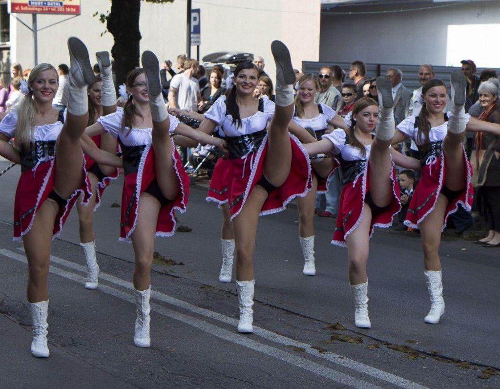 elementary school cheerleader upskirts