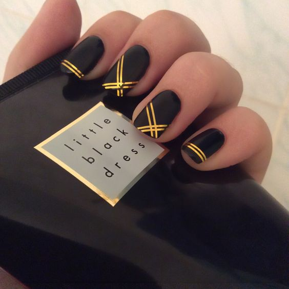 Luxuriöse Schwarz Gold Maniküre: Helle und stilvolle Designideen in Fotos #ideisuper