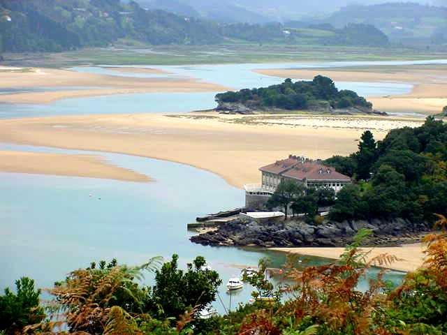 Isla de txatxarramendi vizcaya keyholes islands islets pinterest basque country - Casas rurales pais vasco frances ...
