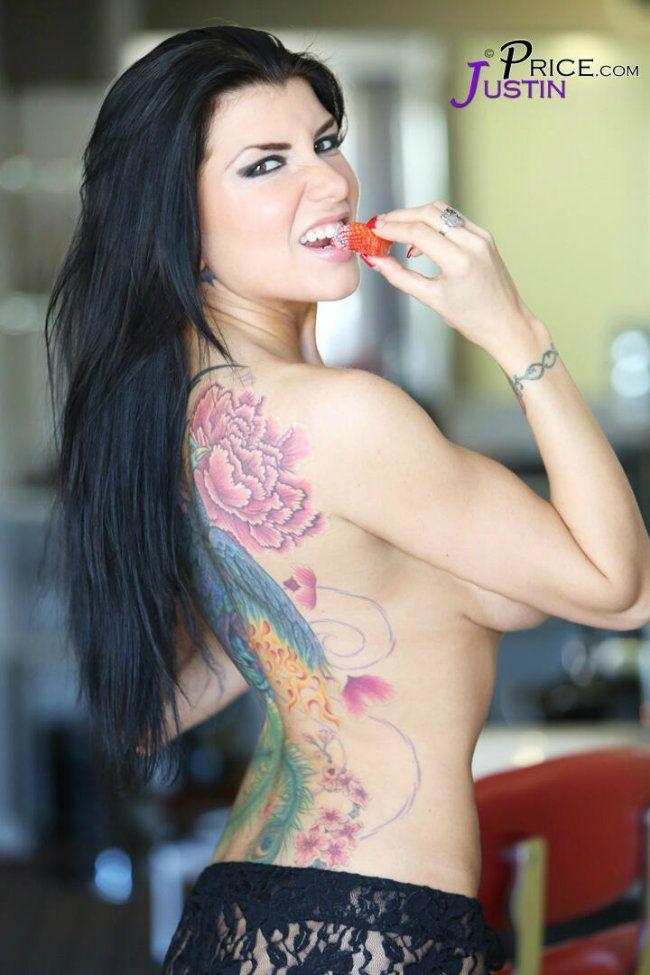 busty tattooed Full milf body