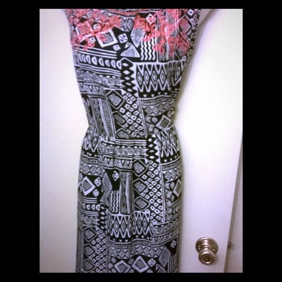 Tribal print dress with contrast coral neckline On trend with a bold tribal print, it also has a daring bright coral neckline to make it pop -- you don't even need a necklace because the print is so detailed! A-line cut makes it roomy and it has a zipper back. It's very pretty and light-weight! Dresses