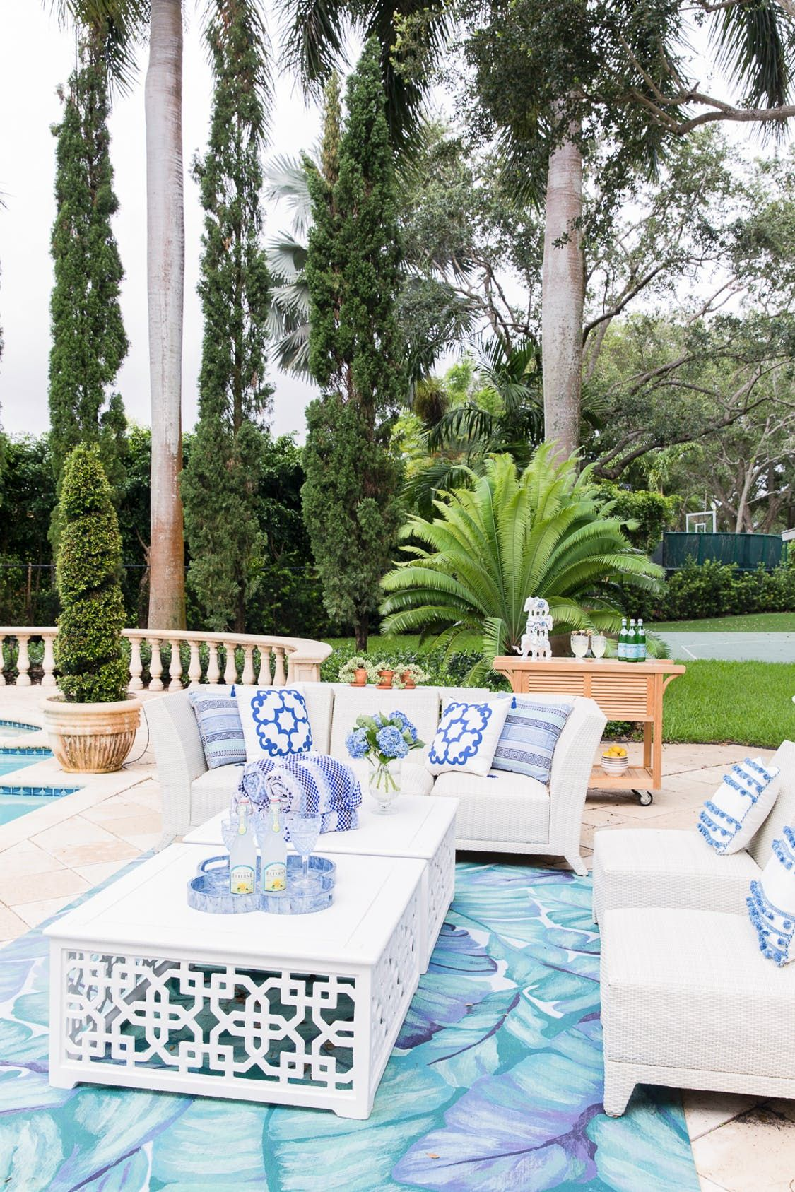 a miami backyard that begs for margaritas and chill poolside rh pinterest com