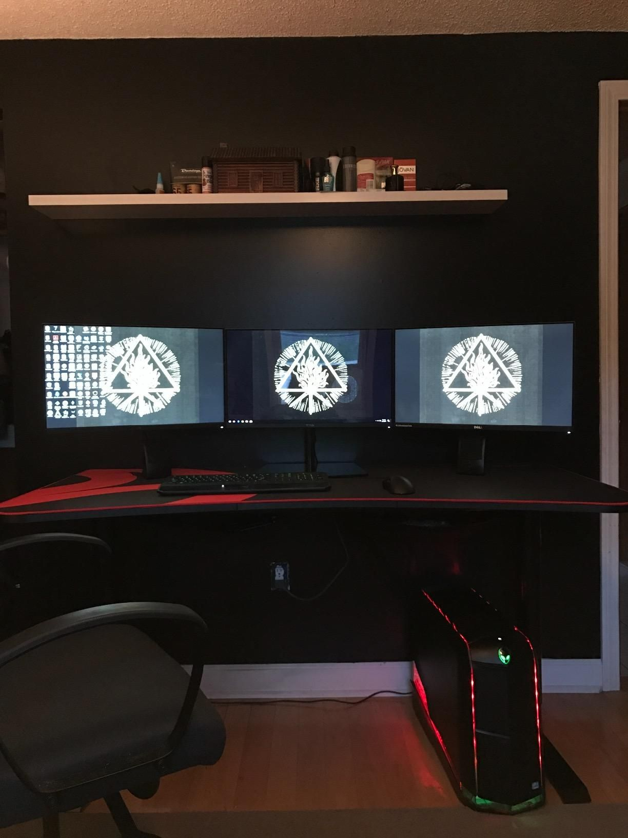 the arozzi arena gaming desk you re making full use of its three rh pinterest com