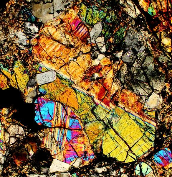 Dho 007 meteorite thin section viewed through a polarizing microscope