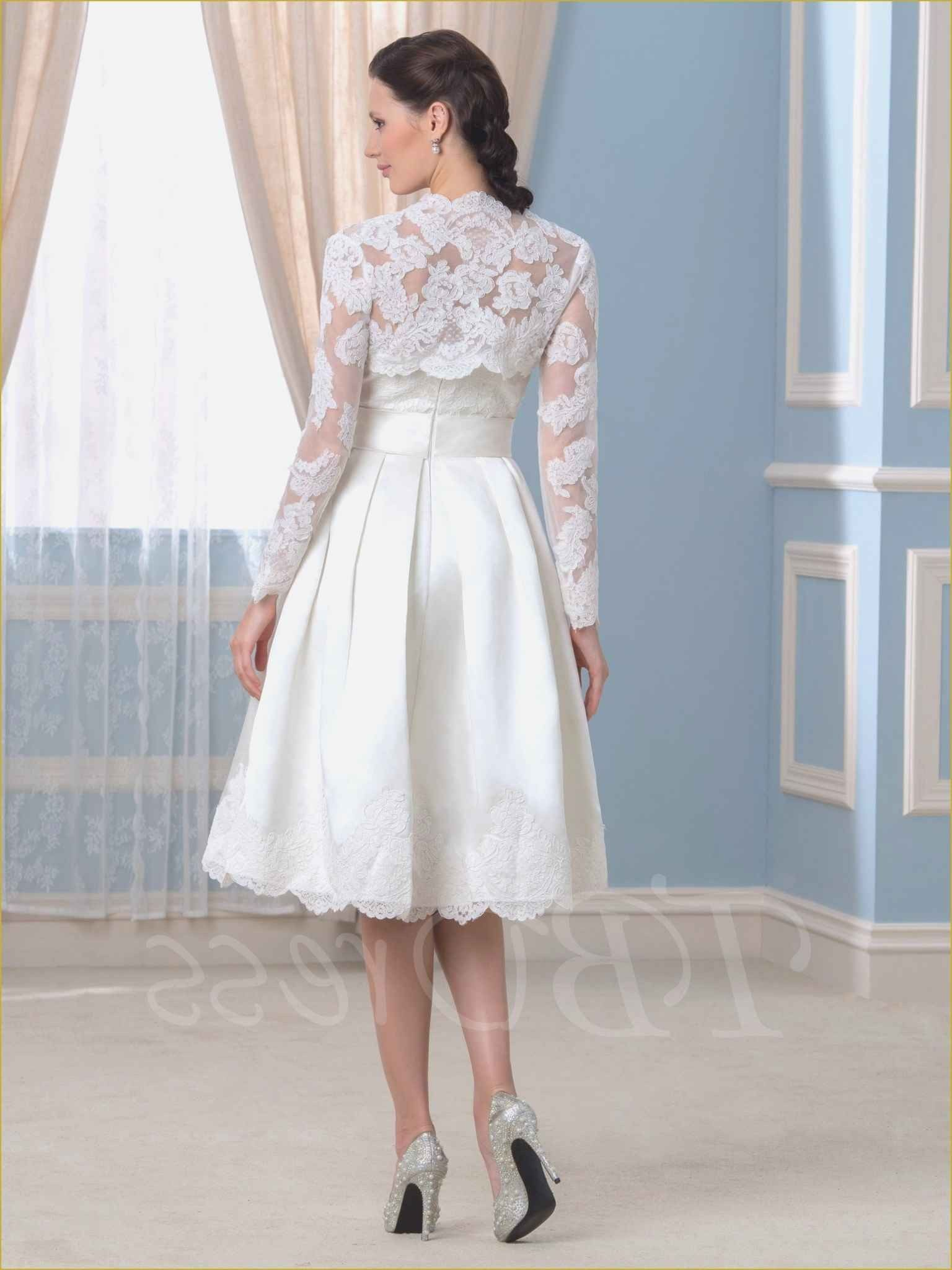 53 Unique Plus Size Dresses To Wear To A Fall Wedding Graphi 53 Unique Plus Size Dress In 2020 Tea Length Wedding Dress Plum Wedding Dresses Wedding Dresses Canada