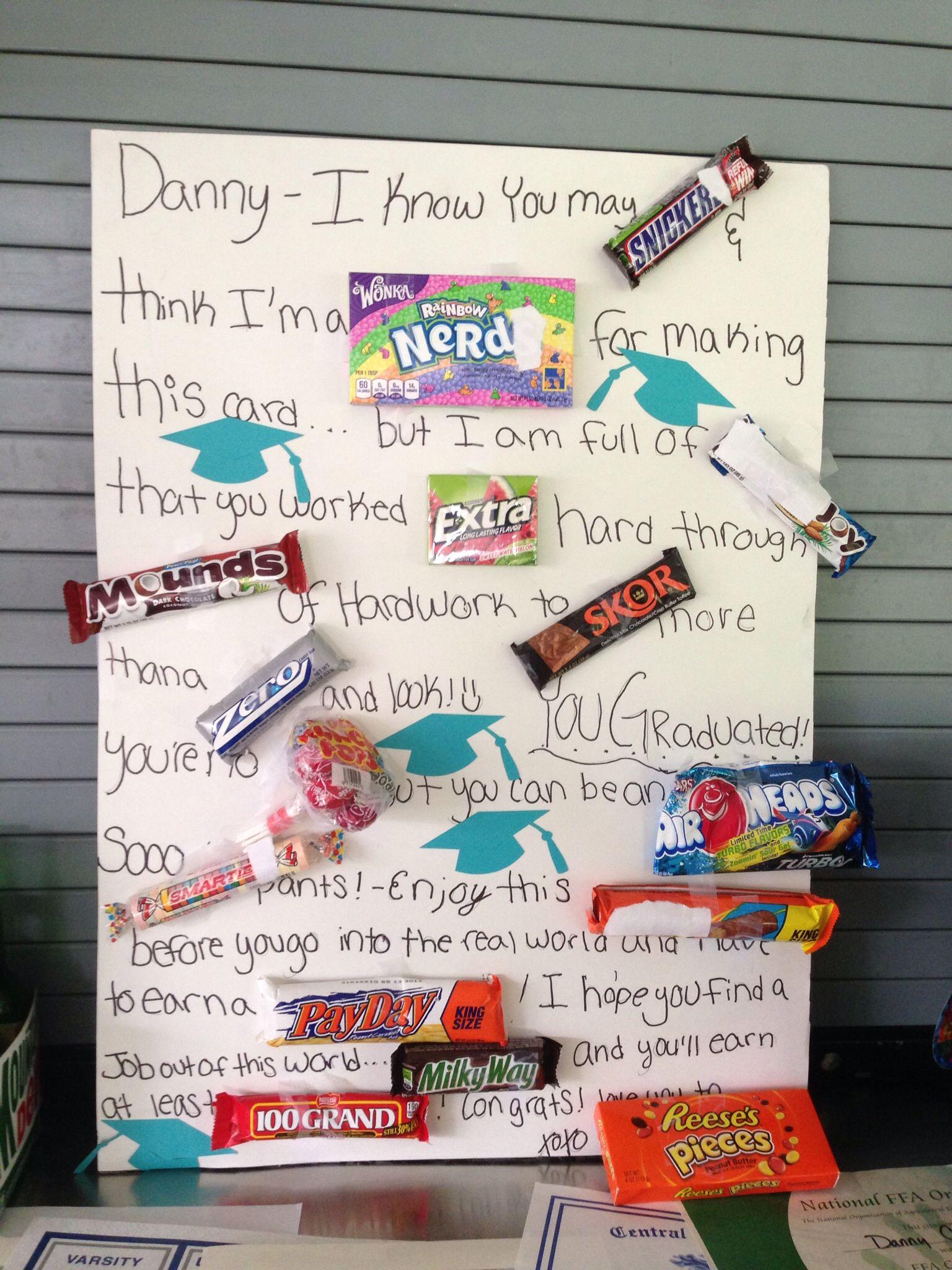 это доска с конфетами и поздравлением автомобили