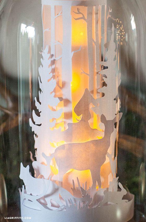 Créez de jolies lanternes avec des frises en papier et des cloches en verre! C'est l'idée déco du samedi! Des lanternes de Noël Une jolie cloche en verre