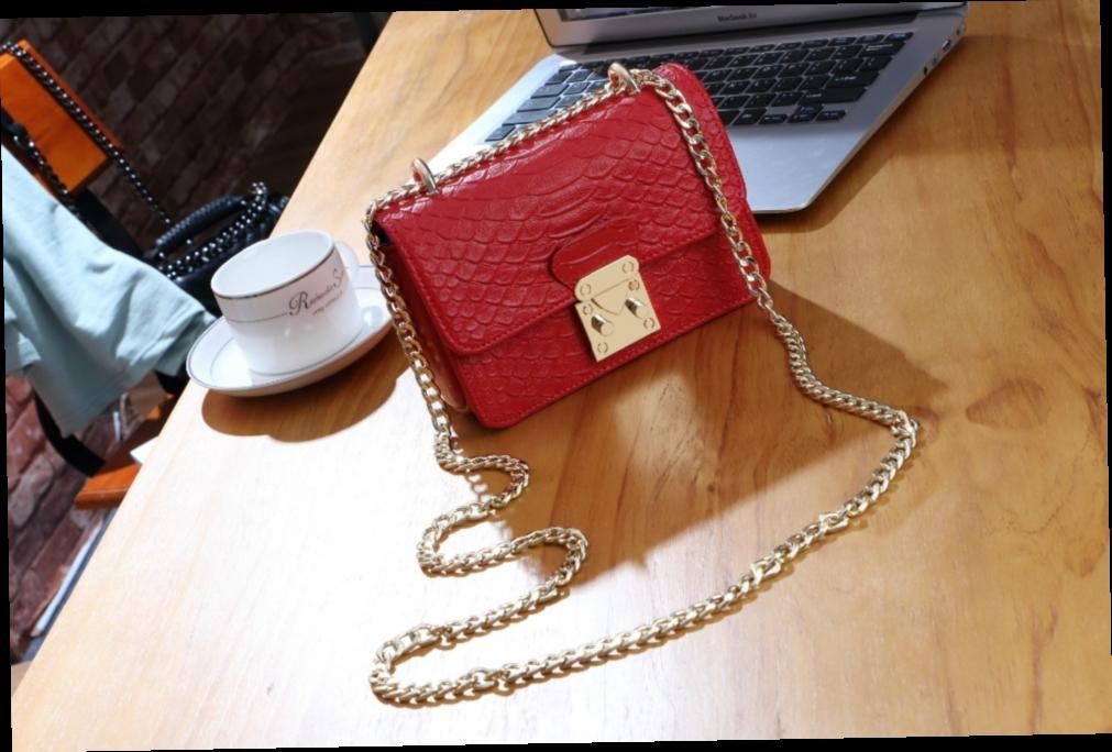 48.73$  Watch here - http://alibp2.worldwells.pw/go.php?t=32740484623 - 2016 fashionable lock bag Leather crocodile grain one shoulder chain shoulder strap handbag trend 48.73$