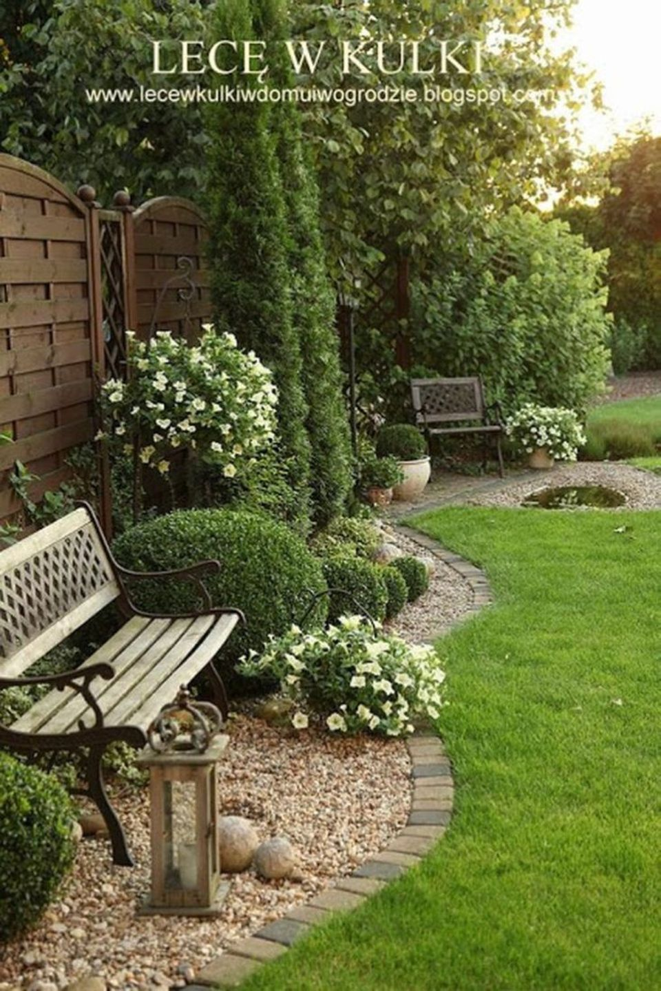Small courtyard garden with seating area design