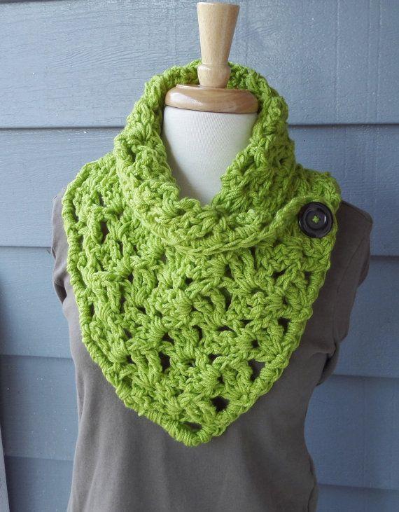 PATTERN C-014 / Crochet Pattern / Matilda Button Cowl ... | bufandas ...