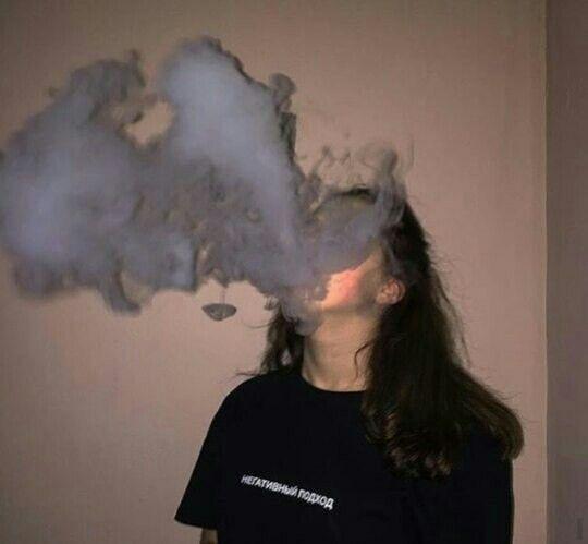 Photo of Me estoy desvaneciendo como el humo de tus labios. 🚬🚬🚬
