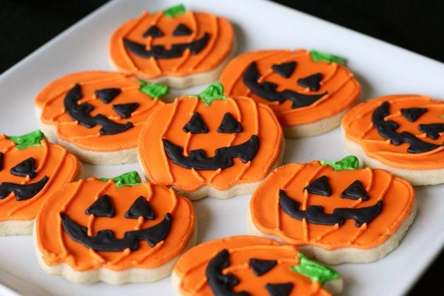 Halloween Jack-o-Lantern sugar cookies #Halloween #pumpkin #cookies - halloween pumpkin cookies decorating