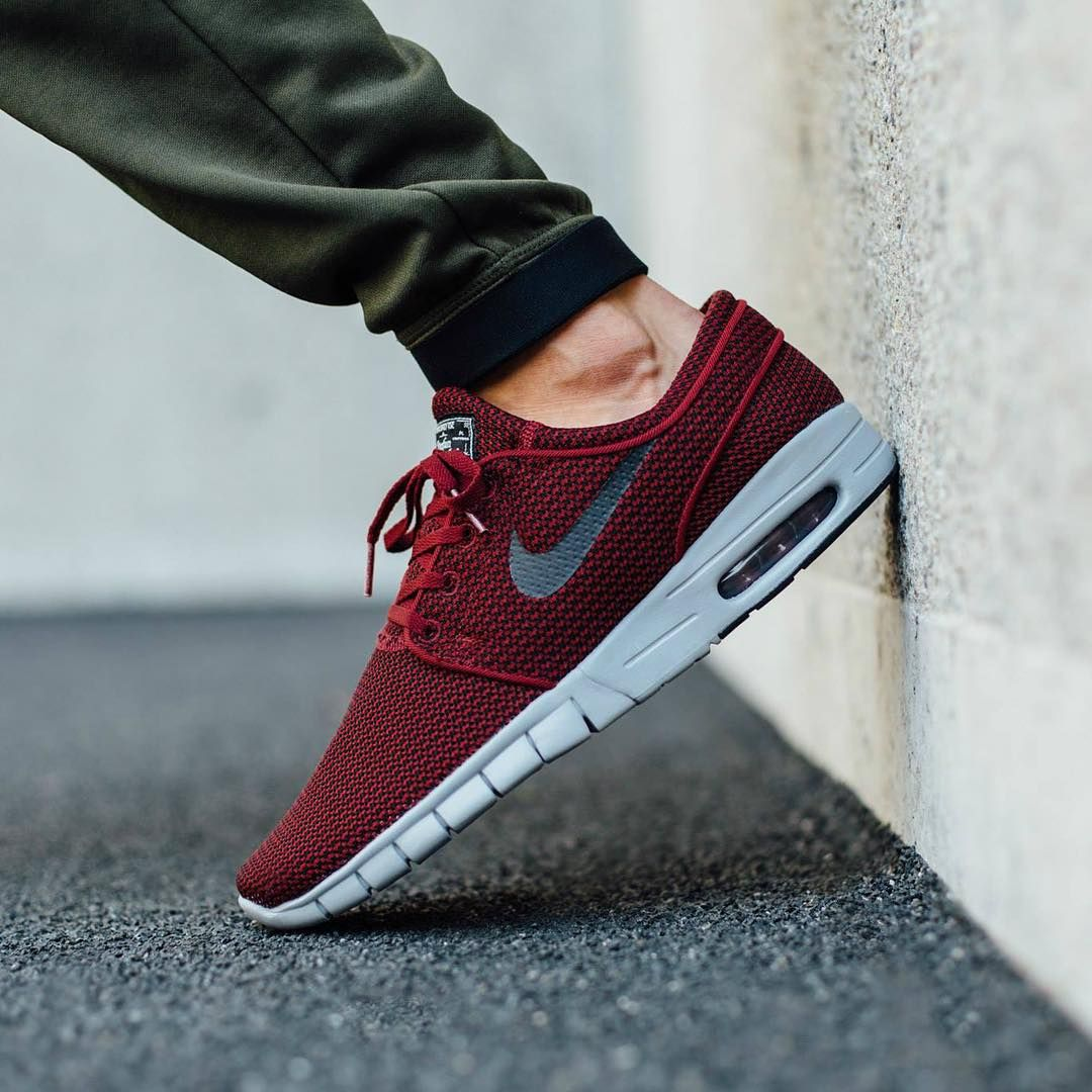 @nikesb Stefan Janoski Max Team Red/Black-Wolf Grey