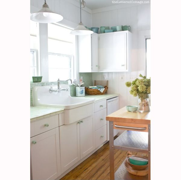 Porcelain green and white kitchen.  Sigh.