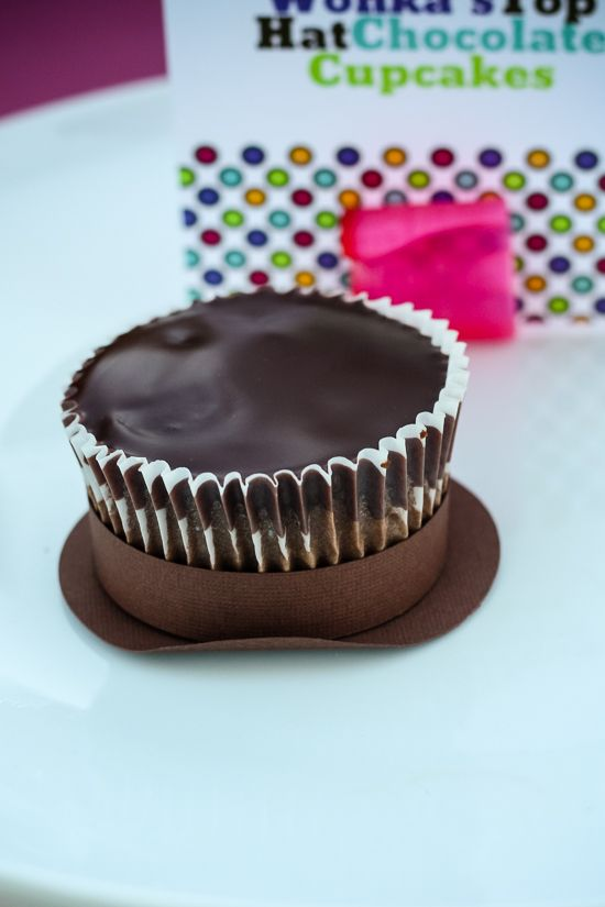 These are so easy and simple! Why didn't I think of that!?! Willy wonka top hat cupcake!