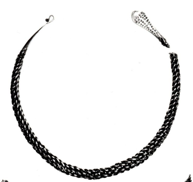 Viking silver neckring of plaited wires with hooked