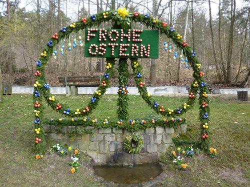 Osterbrunnen In Nurnberg Brunn Ostern Frohe Ostern Diy Und Selbermachen