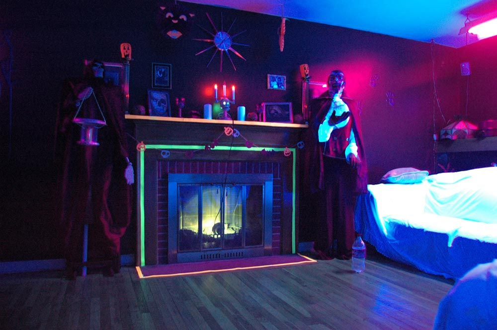 Wonderful Black Light Bedroom Ideas Part - 7: Black Light Room