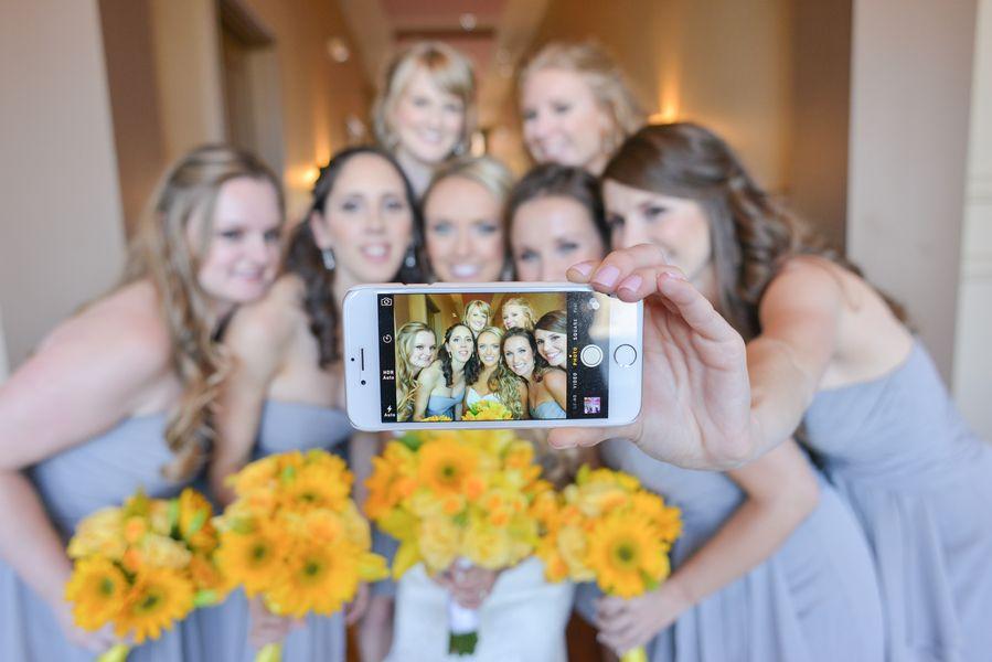 cool wedding shot ideas%0A Bridal party selfie  We love this creative photo idea