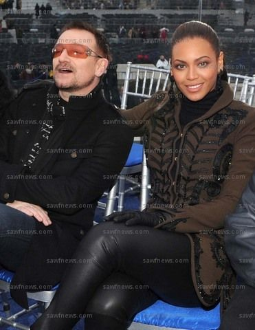 Bono and Beyonce at 'We Are One' concert in Washington, D.C., January 18, 2009 (photo credit: Kevin Mazur/Courtesy of HBO) sawfnews.com #u2newsactualite #u2newsactualitepinterest #bono #u2 #beyonce #music #rock #washington