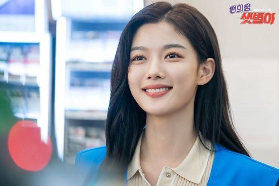 "Kim Yoo Jung Transforms Into The Perfect Employee For ""Backstreet Rookie"""