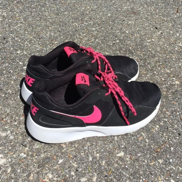 04ddf270c29 Kids Black and Pink Nike Roshe Used and Cute Nikes!! Size  6 have been well  used and in great condition!! Nike Shoes Athletic Shoes