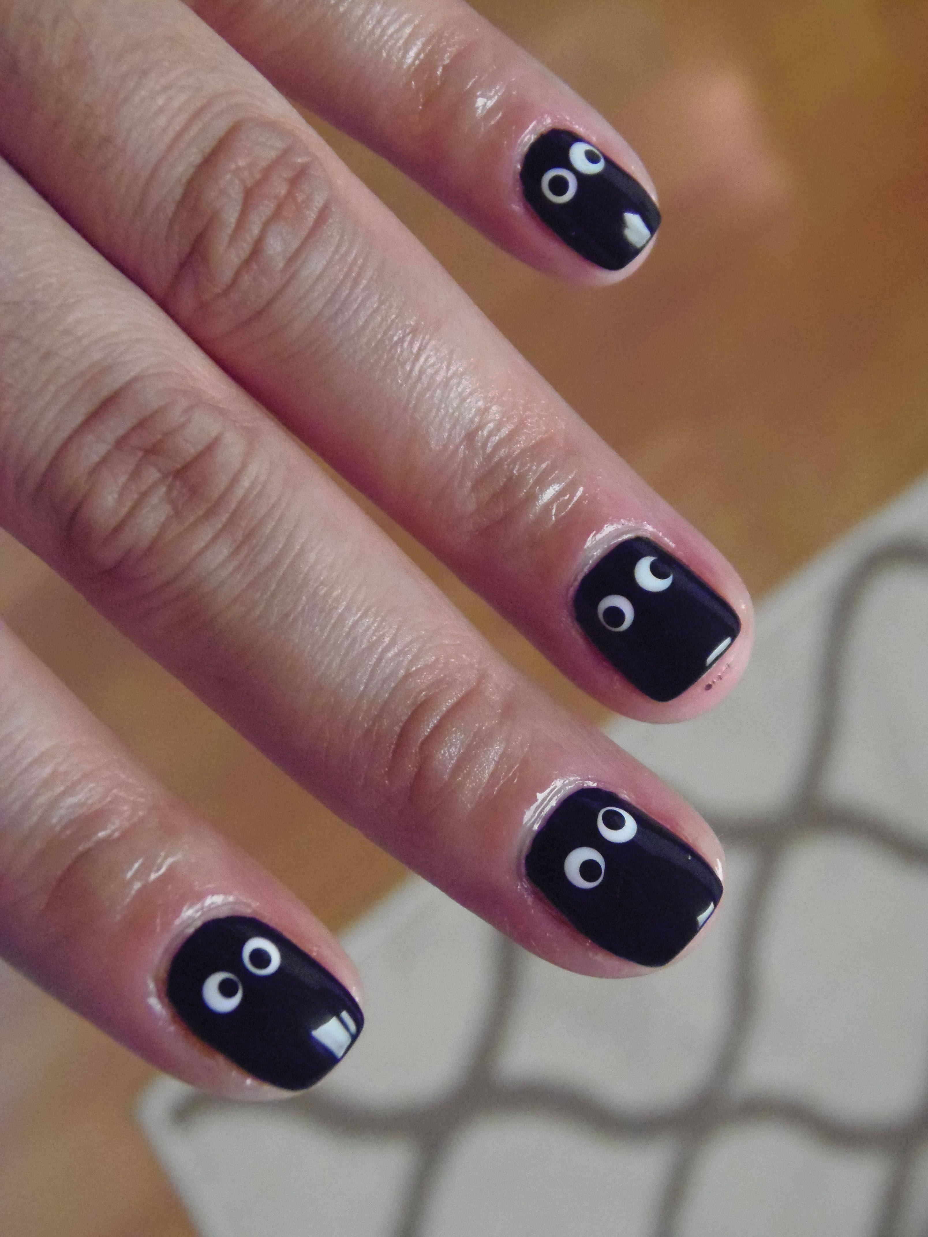 Googly Eye Halloween Nails #nails #halloween (With images ...