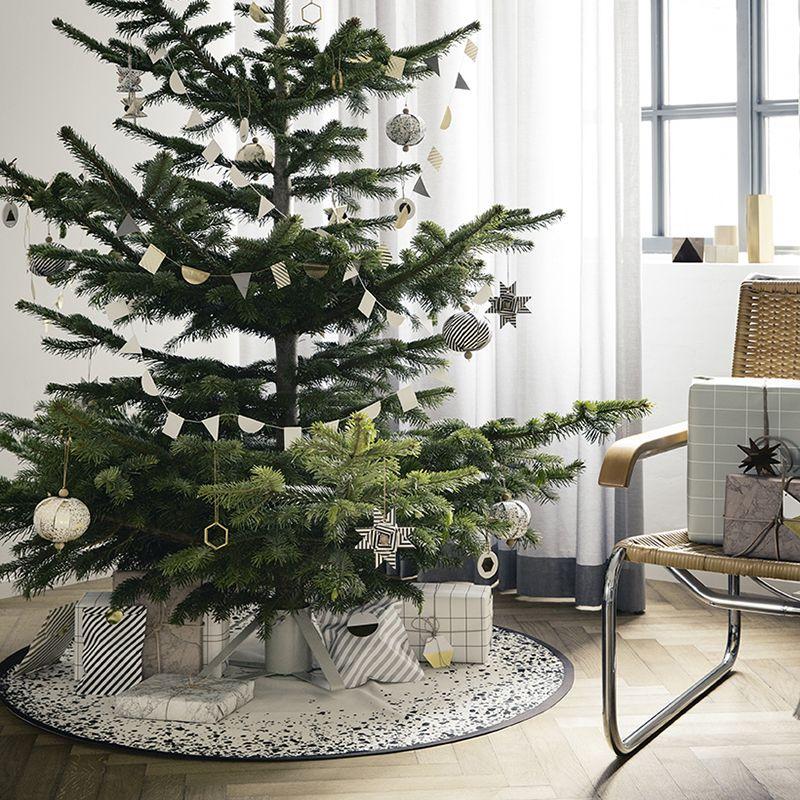 un joli cadeau pour votre sapin de no l tapis sapin de. Black Bedroom Furniture Sets. Home Design Ideas
