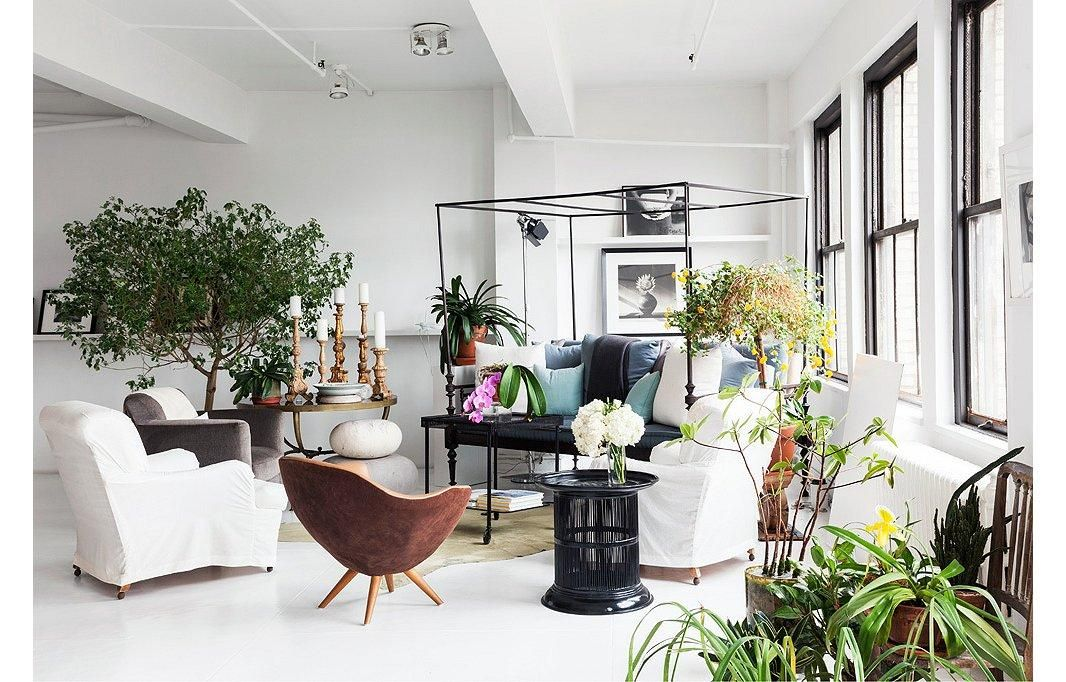 Tour Designer Vicente Wolfs Gorgeous NYC Loft Daybed Armchairs
