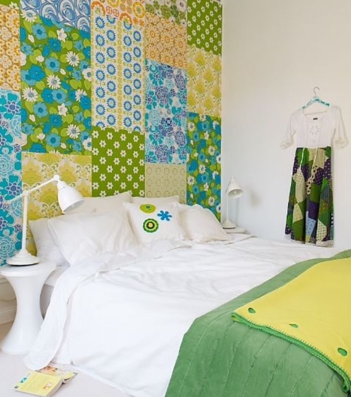 une tete de lit top assembl en patchwork le wax expose ses couleurs et ses motifs sur une belle. Black Bedroom Furniture Sets. Home Design Ideas