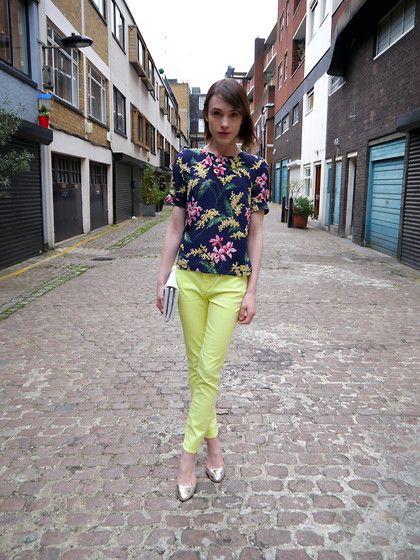Whistles Floral Top, Kurt Geiger White Clutch, Armani Exchange  Neon Jeans, Kurt Geiger Sandals