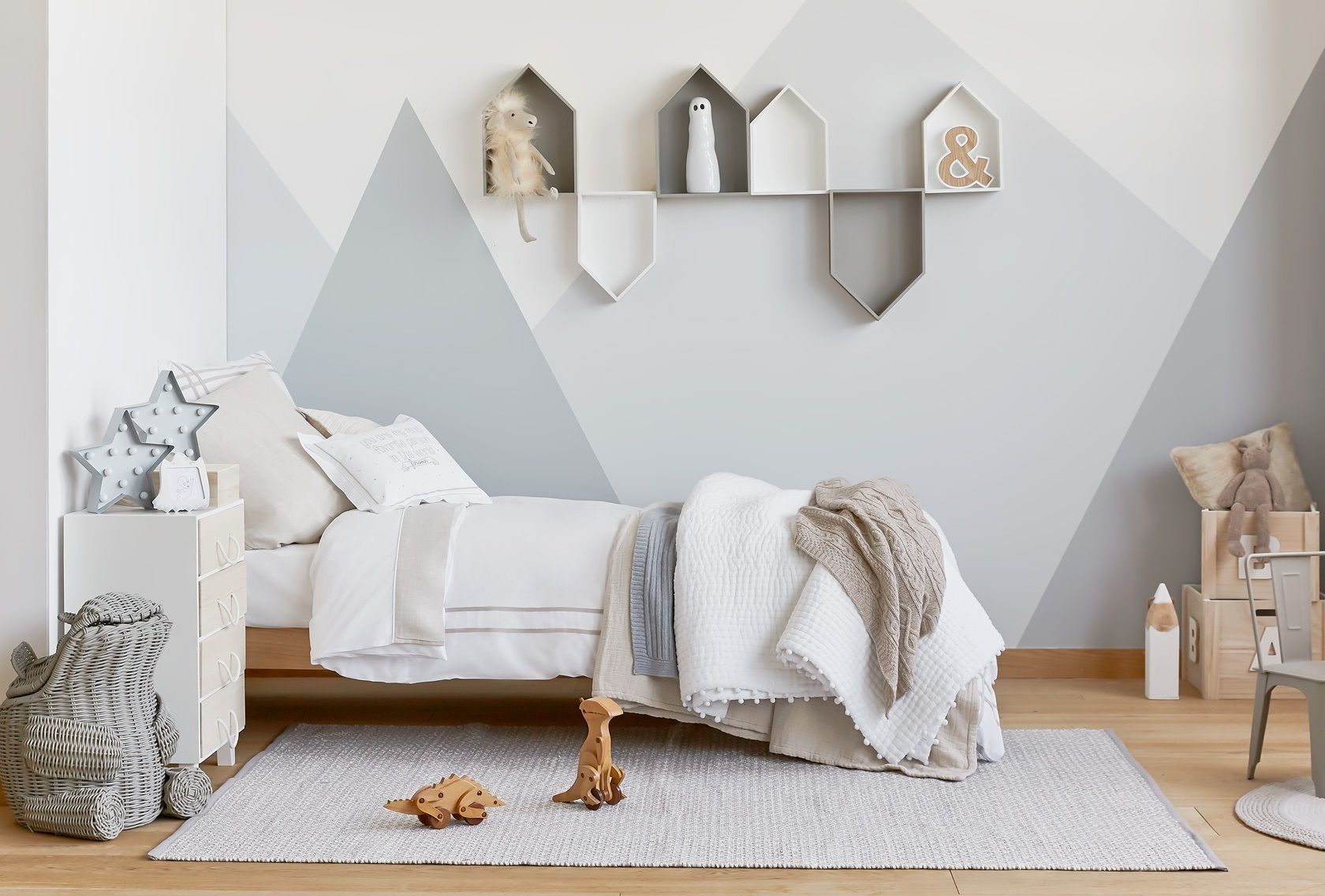 Kinderzimmer Neutral ~ Mountain murals. gender neutral bedroom. house shelves. zara home