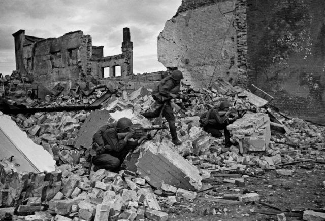 Often there were nothing more than just ruins (Russiainphoto.ru / Shaikhet Arkady Samoylovich / Public Domain)