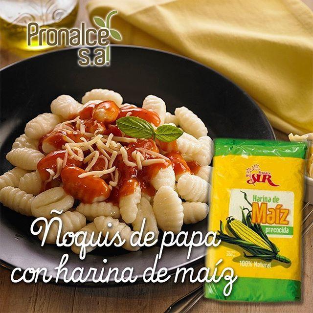Hoy en nuestras #RecetasPronalce prepara unos deliciosos Ñoquis de papa con #HarinaPronalce: Ingredientes 1 kilo de papa 2 huevos 2 cdas de aceite 1/2 cdta de nuez moscada 1  cda de queso rallado 1 taza de harina de maíz #Pronalce 1 taza de harina Sal  Pasos Hervir la papa, dejar enfriar el puré, agregarle los huevos, el aceite, la nuez  moscada y sal a gusto. Lentamente se incorpora la harina de maíz y la harina hasta que la masa esté consistente. Dejar reposar unos minutos, dividir en…