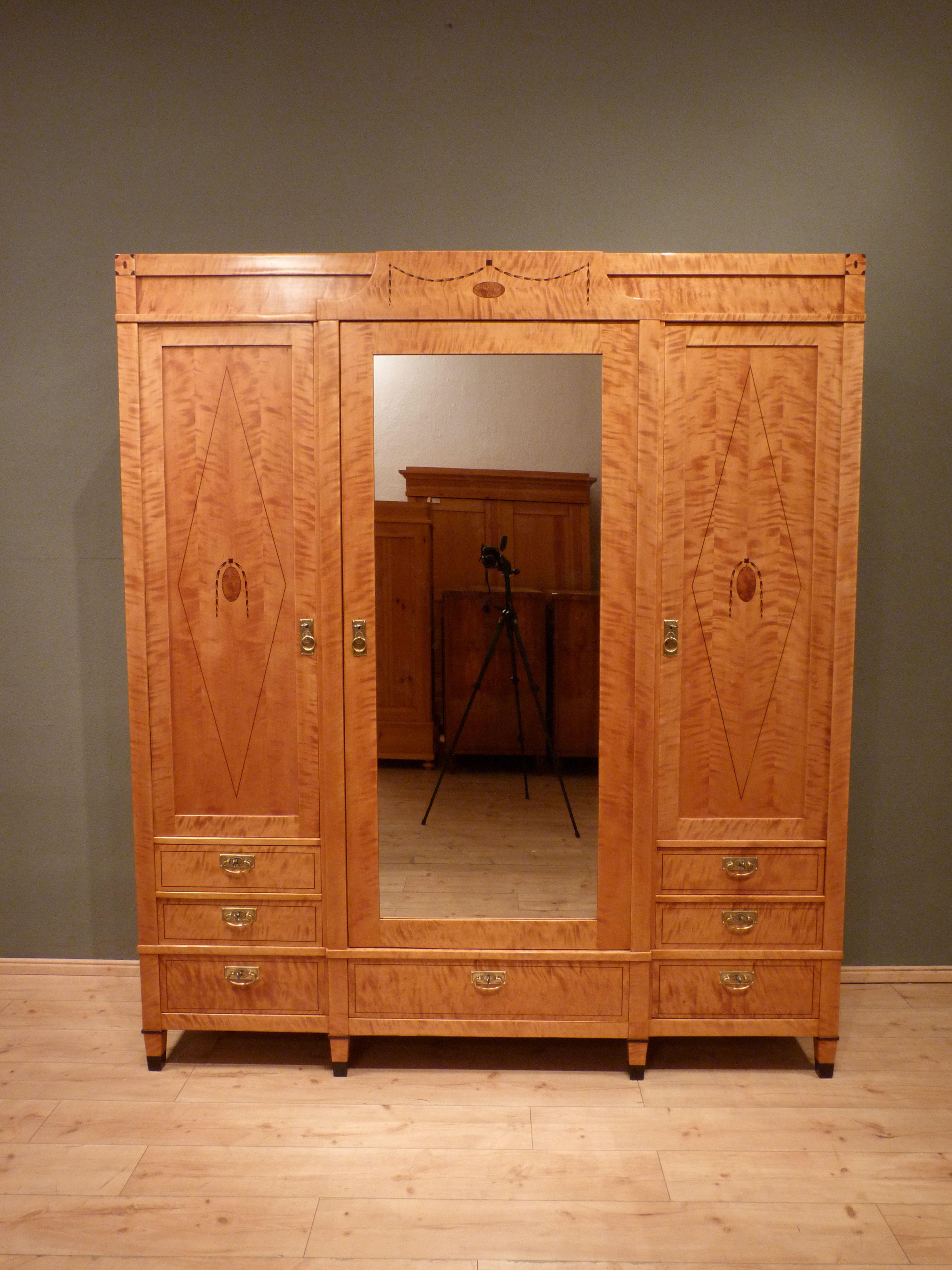 Hochwertiger Jugendstil Kleiderschrank Birke Um 1910 Antike Möbel