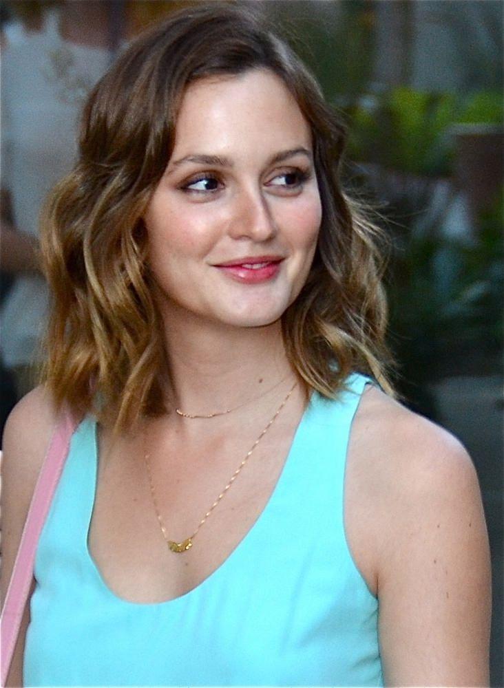 Get Perfect Beach Hair 10 Beach Hairstyles To Try Leighton Meester Hair Short Hair Styles Hair Styles