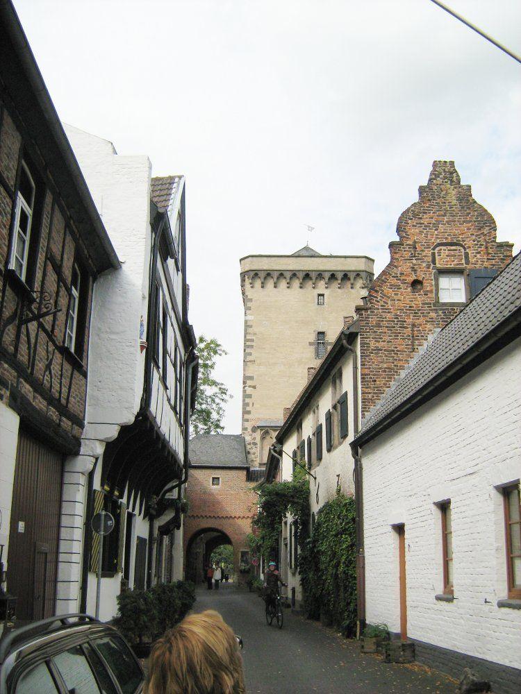 Petersturm von der Rheinstraße.