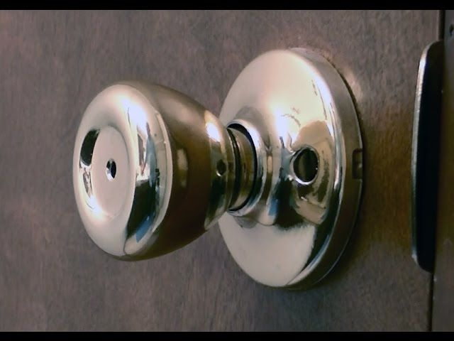 How To Unlock The Kwikset Bedroom Bathroom Lock With A Paper Clip Believe It Or Not As A Locksmith For The Past 10 Years I Rolling Door Door Hardware Doors