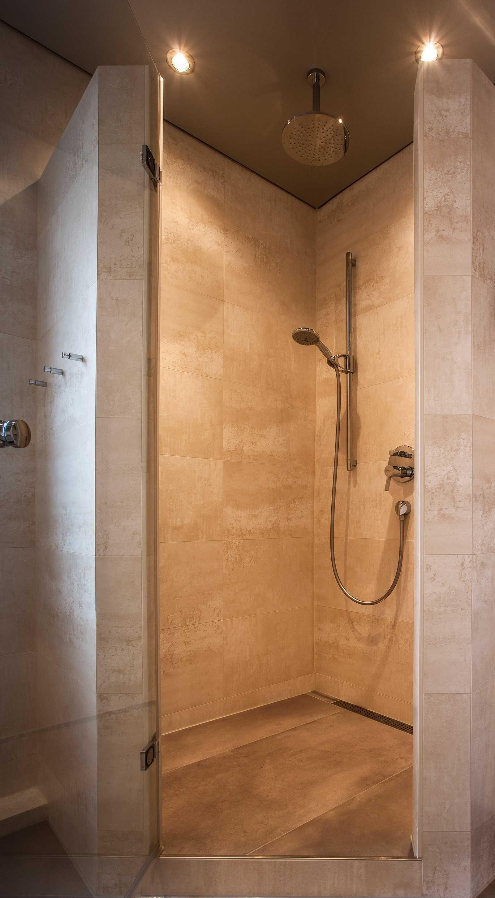 Wellness Dusche Mit Einem Nomalen Und Einem Regenduschkopf Www.mini  Bagno Mainz