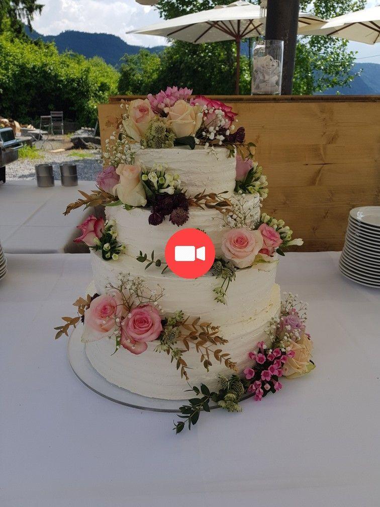 Gateau De Mariage Vintage Creme Au Beurre De Fleurs Fraiches Sans Fondant Weddingcake Gateauxdem Wedding Cakes Vintage Vintage Cake Fondant Wedding Cakes