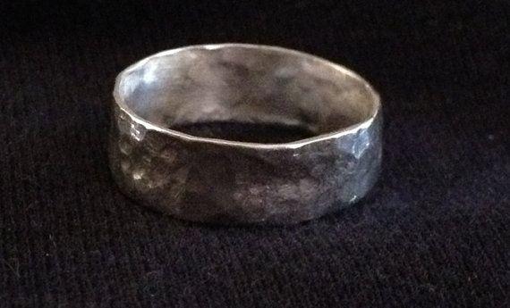 Rustic fine silver hammered ring van momofsixchicks op Etsy,€29