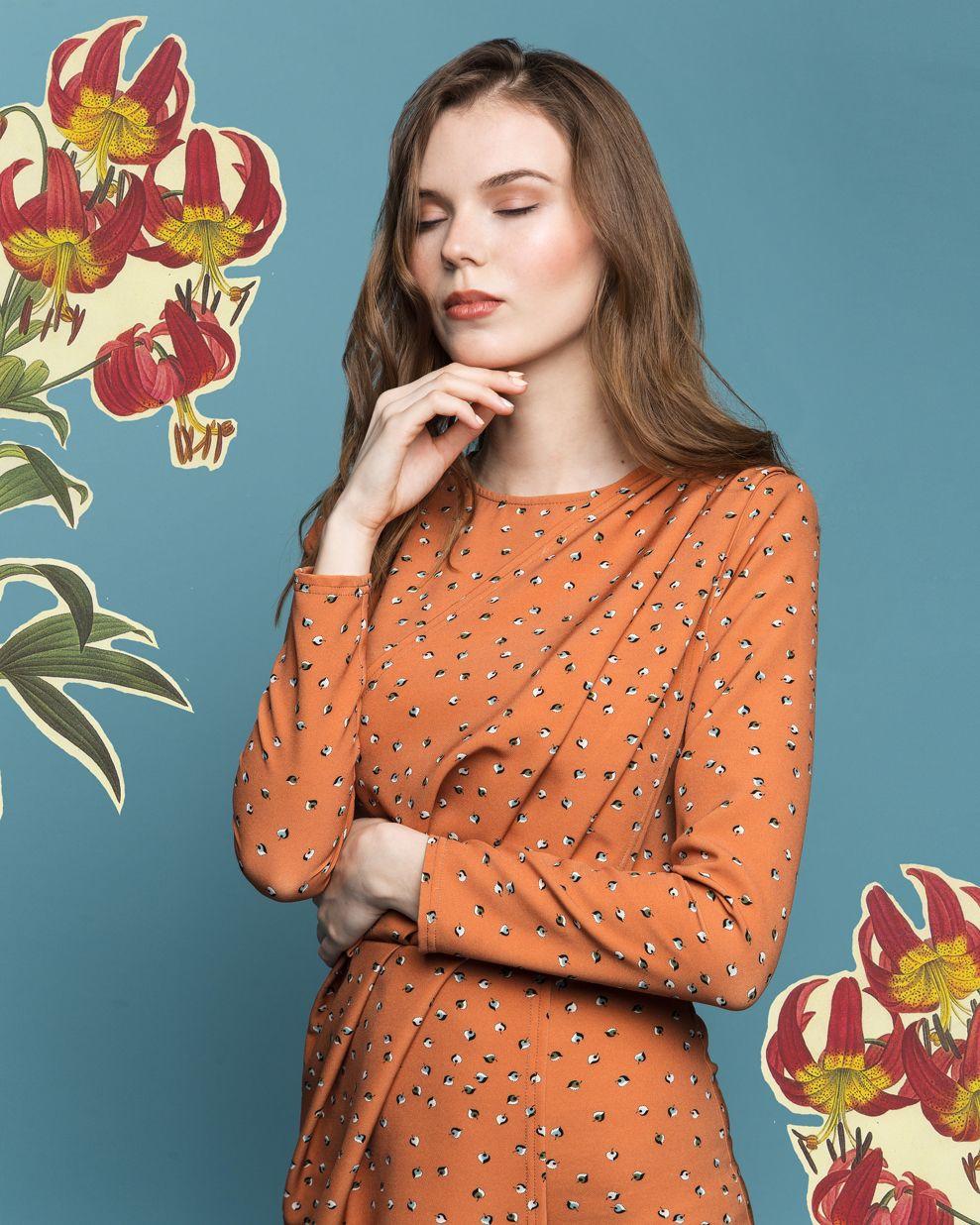 Оранжевое платье с жаккардовым узором