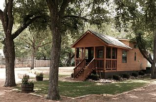 tiny home the cabin small town charm with easy access to rh pinterest com