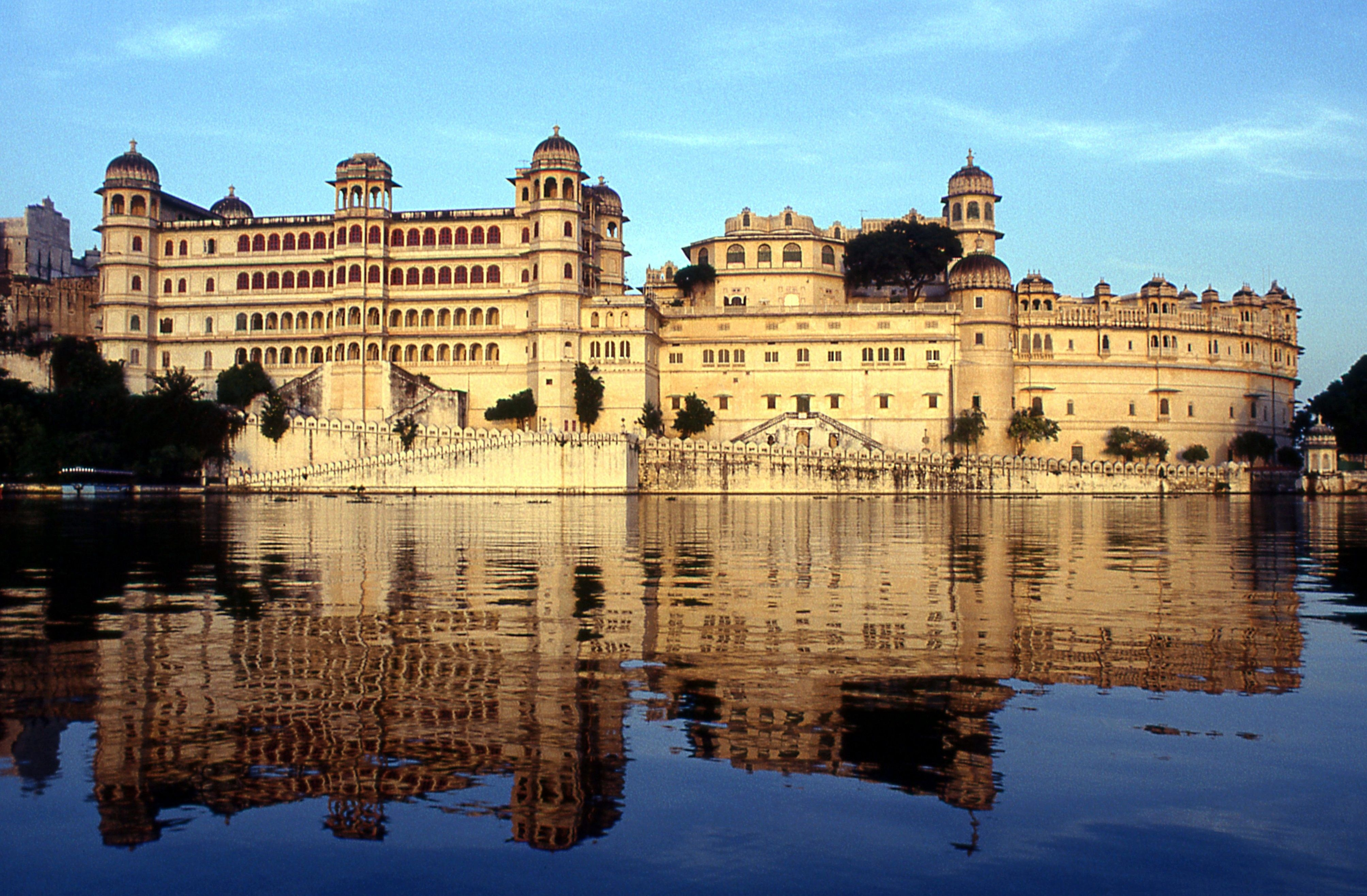 City Palace Udaipur Tourist spots, Best honeymoon